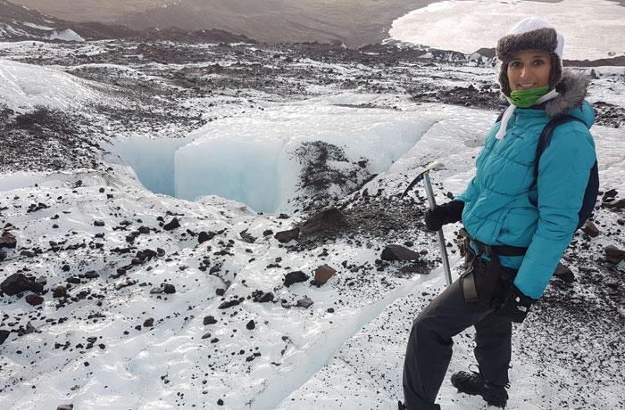 Mezcla de blanco y negro en la caminata por el glaciar