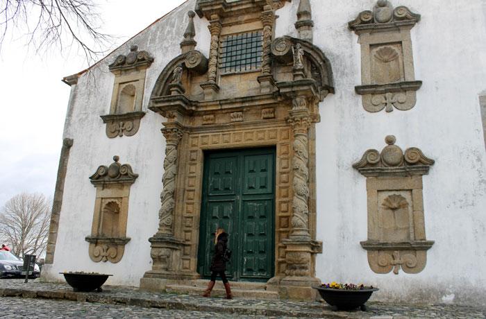 Portada de la iglesia de Santa María qué ver en Braganza