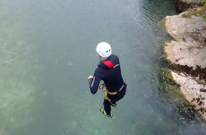 Salto final al río Sava Bohinjka barranquismo en Bled