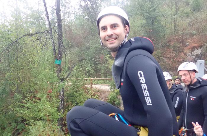 Con cara de felicidad antes de saltar al río barranquismo en Bled