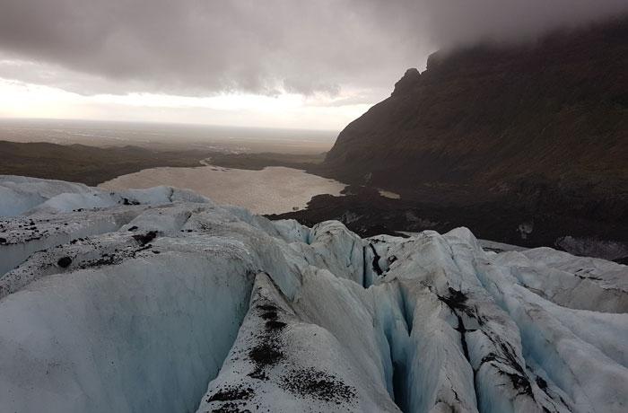 Vista de la laguna del glaciar y sus formaciones