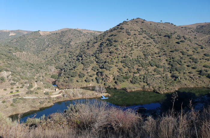 Embarcadero y merendero en el lado portugués Arribes del Duero senderismo