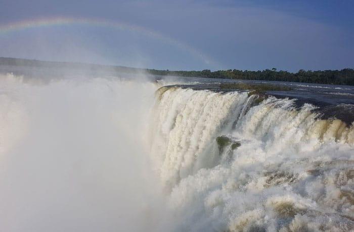 Arcoíris en la Garganta del Diablo Cataratas del Iguazú