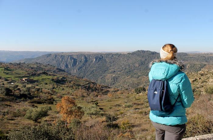 Dejamos atrás la vista del río Duero. Se intuye al fondo Arribes del Duero senderismo