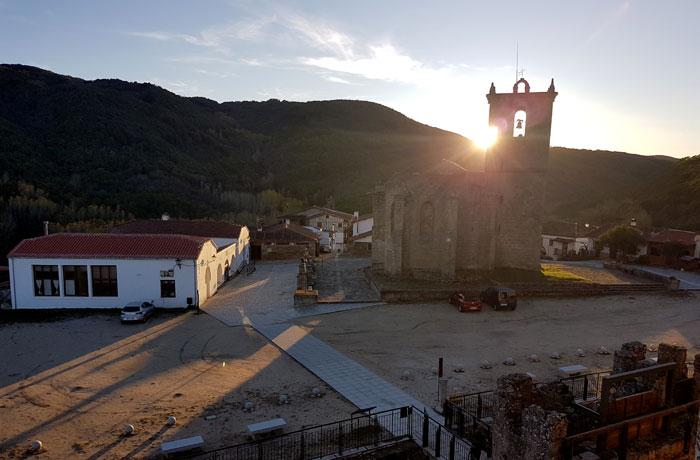 Atarcecer en lo alto del castillo de Montemayor del Río