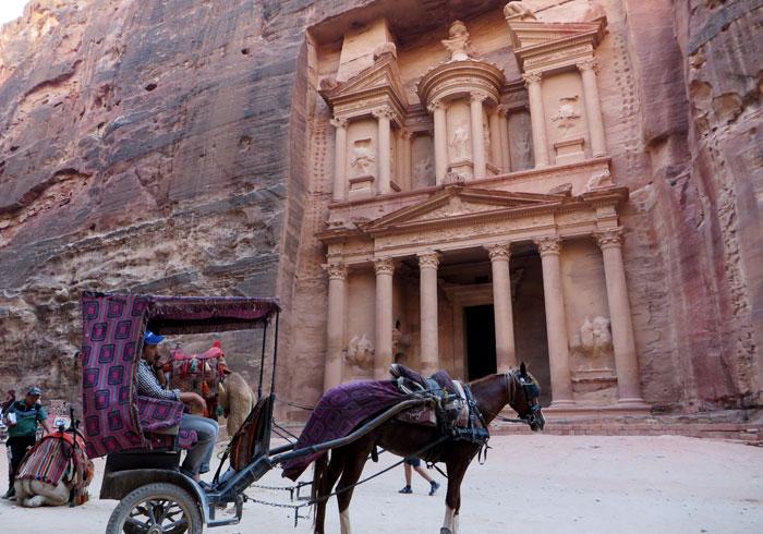 Un carruaje frente al Tesoro que ver en Petra