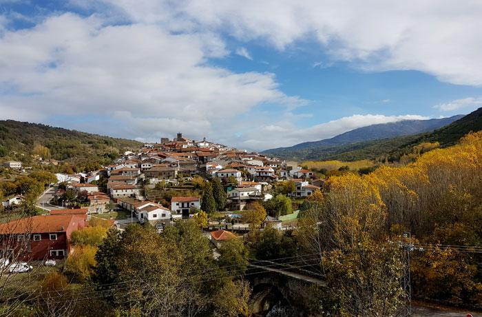 Vista de Montemayor del Río desde la carretera de El Cerro