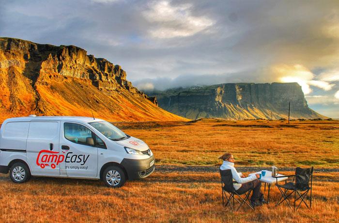 Descansando con nuestra furgo durante nuestro viaje a Islandia en una semana