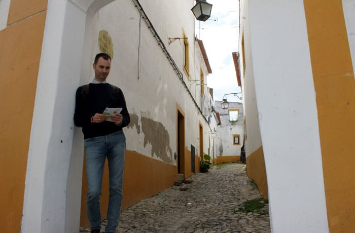 Callejón con encanto en Évora