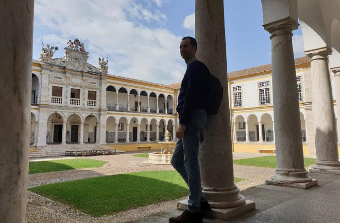 Patio del colegio del Espíritu Santo de la Universidad de Évora