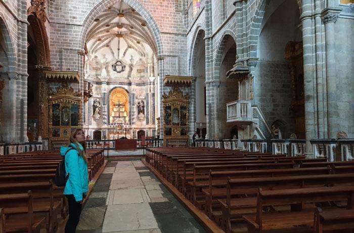 Interior de la iglesia de San Francisco qué ver en Évora