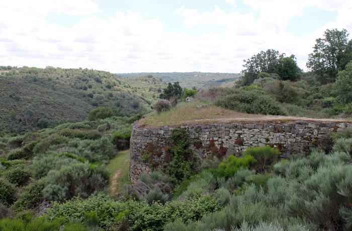 Muralla del castro del Castillo de Saldeana