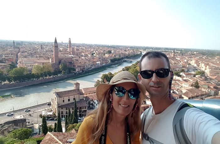 Selfie con las vistas de Verona desde la colina de San Pietro