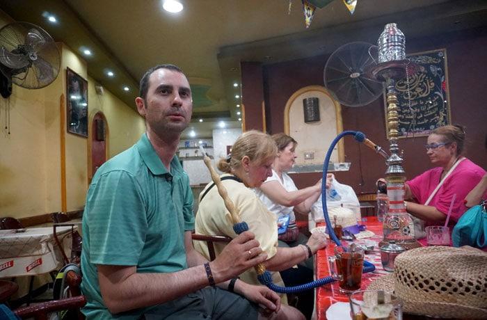 Fumando shisha en Luxor