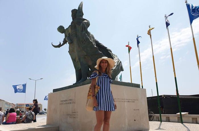 Monumento al pescador en la playa de Mira