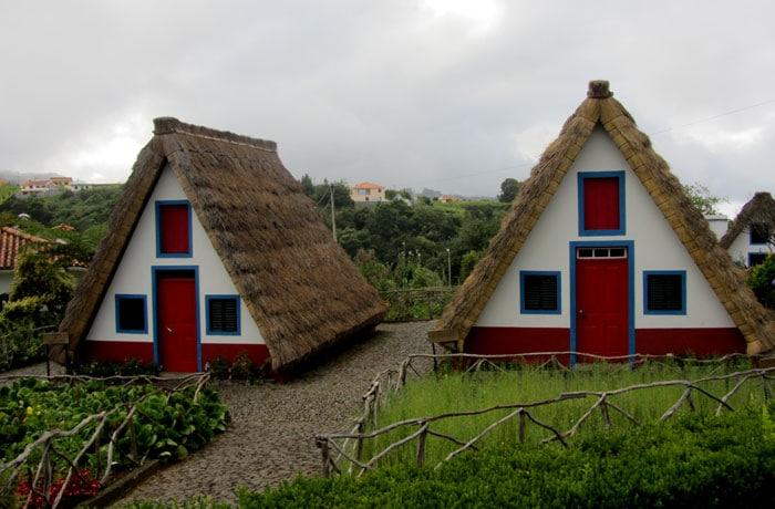 Dos casas típicas de Santana