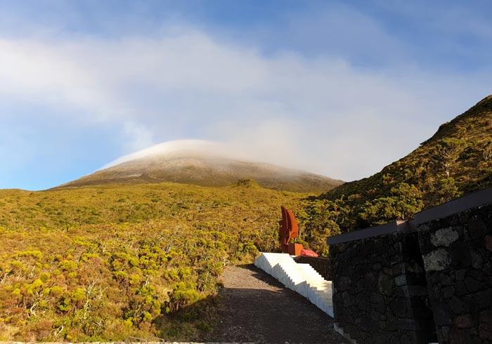 Salida de la Casa da Montanha para arrancar la ascensión a la Montaña de Pico