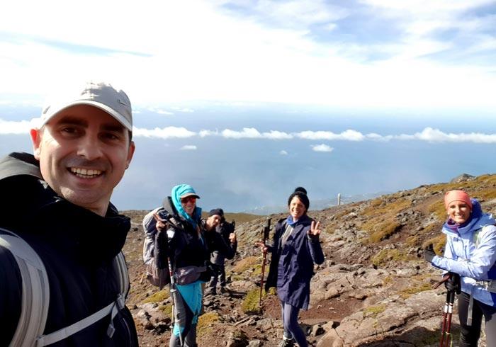 Nuestro grupo en la subida a la Montaña de Pico con Tripix Azores
