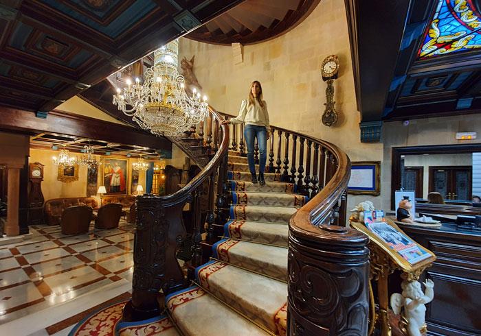 Escalera del hotel II Virrey Palafox